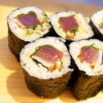 菊寿司 本店 - 土佐巻。細切りのニンニクと大葉の香りがあとを引く