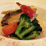 ビストロ・カフェ・ド・パリ - ★★★★ メイン  白ワインが利いたソースが美味しいです!