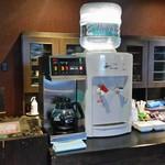 ゆふいん湯めぐりホテル 山光園 - ラウンジはセルフでコーヒーやお水をいただけます