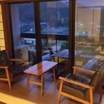 ゆふいん湯めぐりホテル 山光園 - 夕暮れ時に部屋のまったりと景色を楽しめます
