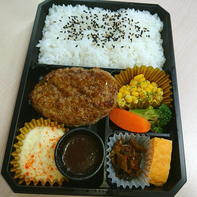 塚田農場 オベントウ&デリ - 北海道の黒牛100%♥ 黒牛バ~グ弁当♥(*≧∀≦*)