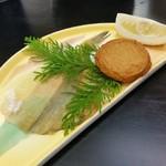 ゆふいん湯めぐりホテル 山光園 - 朝食の薩摩揚げと干物