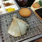 ゆふいん湯めぐりホテル 山光園 - 朝食で薩摩揚げと軽く干物を炙れるようになってます