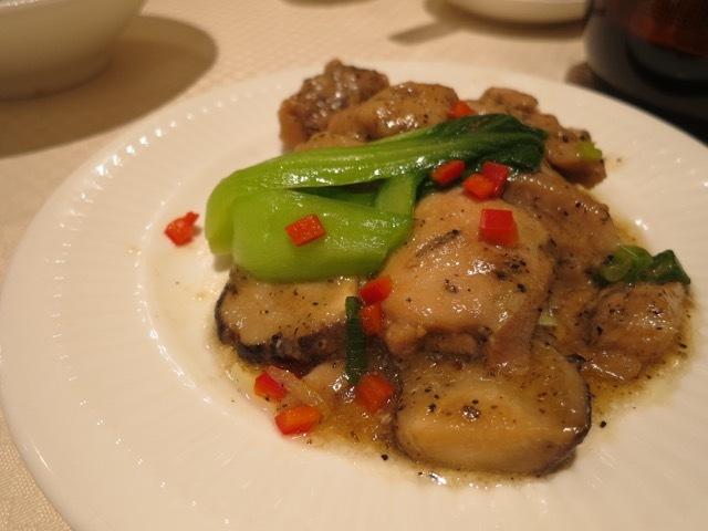崎陽軒本店 嘉宮 - キノコと甲州健味鶏の蒸し物 黒胡椒風味