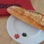 ポンパドウル - 料理写真:ちなみにこのお皿の柄はグラのデザインです