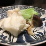 う越貞 - 松茸とクエの鍋 一杯目