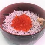 丸勘 - いくら釜揚げしらす丼(900円)