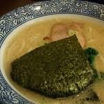 沖縄宮古島ラーメン 天晴 - あっさり雪塩のとんこつスープの塩ラーメン