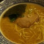 沖縄宮古島ラーメン 天晴 - 沖縄最強のとんこつスープの醤油ラーメン