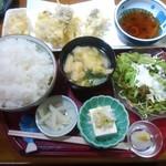 59099662 - 牡蠣の天麩羅(定食) 850円(税込)+ご飯大盛50円  ふっくらしていない固めご飯も悪くない。