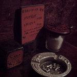 COFFEE HALL くぐつ草 - 地下洞窟のテーブル上