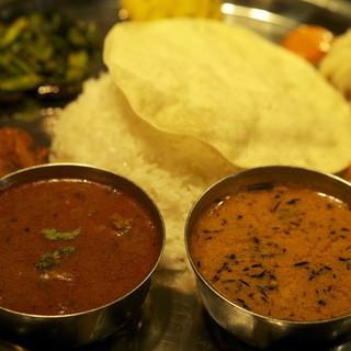 ネパールで料理上手なタカリー族スペシャルダルバートタルカリー
