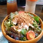 満麺屋 - 満麺屋サラダ 380円 ぱりぱりラーのトッピ、ドレッシングは2種