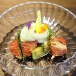 モーネ - 鳥取県本鮪、  京田辺産の野菜、オクラ、水ナス、山芋など、  沖縄県海ぶどう、  お出汁のジュレ、  じゃが芋のエスプーマ、  マスタードの酢味噌