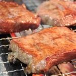 串よし - 料理写真:牛タン1本からわずかしか採ることが出来ないタンの中心部分「タントロ」のみを厳選し使用。やわらかくジューシーな牛タンです。