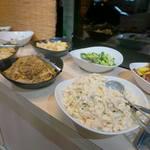 きんのつる - トンカツもいいけど、取り放題コーナーの昭和的お惣菜のラインナップが素晴らしい。