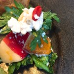 59105498 - 柿と春菊の白和え、松の実とクコの実入り