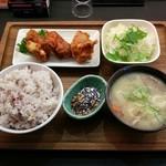定食屋 甚兵衛 - 料理写真:札幌ザンギと豚汁定食(680円)
