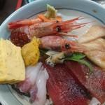 海鮮、定食、天ぷらと酒 舟源 - 右側…カジキのヅケでしょうか?