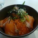 ワイン革命 八百屋・魚屋 - サーモンイクラ丼