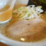 麺や 白 - しょうゆ