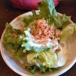林のヤモリ - サラダ食べ放題は嬉しい