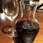 59110149 - 「ハウスワイン(赤)」(375mlデキャンタ、1500円)。