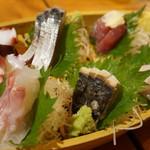 魚猫 - 刺し盛り5種(980円)