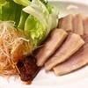 沖縄料理 まるちゃん - 料理写真:まるちゃんオススメのスーチカーのレタス巻き、お好みでアンダースー味噌を付けて!