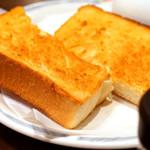 エーライセンス - バターたっぷりのトースト。塩でいただきましょう^ ^