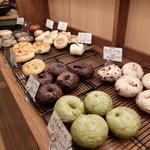 若葉台ベーカリー シュ シュ - ベーグル等のパン陳列