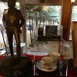 離山房 - ジョンの忘れ物(レプリカ)と使用していたコーヒーカップ
