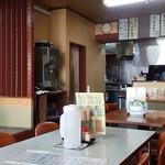 59117727 - 店内①…カウンター・テーブル・小上がり席が機能的に配置されています