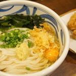 こくわがた - ⑬かけひやひやHG2鶏天(大・550円)、わかめ(60円)、生卵(60円) (2014/7)