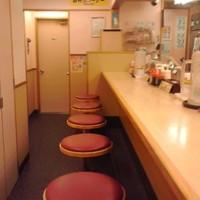 松屋-カウンター席のみの店内(2016年11月10日撮影)