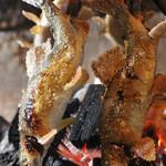 囲炉裏と釜飯  しずる - 川魚を丸ごと囲炉裏で!!