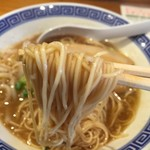 清麺屋 - 鶏のまばたきとこ豚らーめん(790円)麺リフト