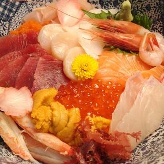 人気の海鮮丼☆是非ご賞味ください!