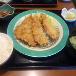 お食事処 大原 - アジフライ定食 1100円(税込)  小さな鮪?の角煮、えのきの美味しい味噌汁、ちょっとふんわり固めご飯、漬物付き。