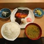 纏寿司 - >゜)))彡〰 銀鱈西京焼き定食♥ ε=ε=(ノ≧∇≦)ノ