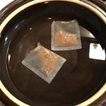 好香房 - ぜいたく和風だしを2袋使って、水炊き用の出汁をとりました