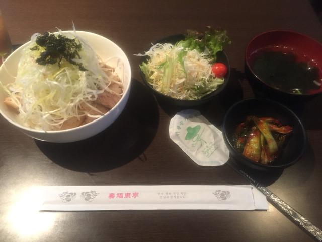韓国居酒屋 おおもんえん - ネギ塩豚丼ランチ750円。