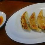 元祖博多 中洲屋台ラーメン 一竜 - 餃子はナンか中途半端です。