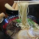 元祖博多 中洲屋台ラーメン 一竜 - 麺は最初カタで。