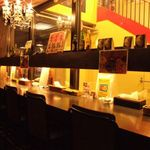 スープカリー ヒリヒリ2号 - 窓側席は明るく開放的!