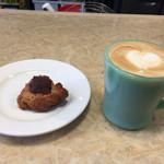 ソルズコーヒー ロースタリー - スコーンとカフェラテ