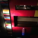 ザ ワールド キッチン&スポーツ - 夜の外観