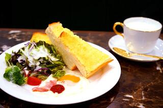珈琲貴族エジンバラ - Bセットのトーストパンのモーニング。
