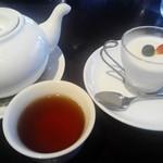 59157857 - 杏仁豆腐とお茶