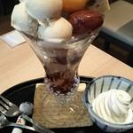 Kikumaru - (2016年11月 訪問)特選和栗パフェ、1050円。栗アイスが惜しげも無く盛られ、下部には豆カンが入ってる。この栗アイスが美味しい。
